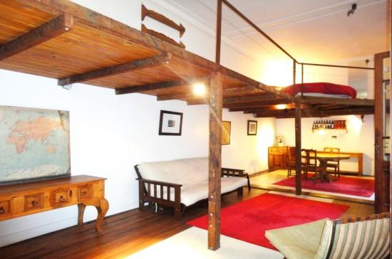2541 estudio con techos altos puertas y ventanas de for Puertas originales madera