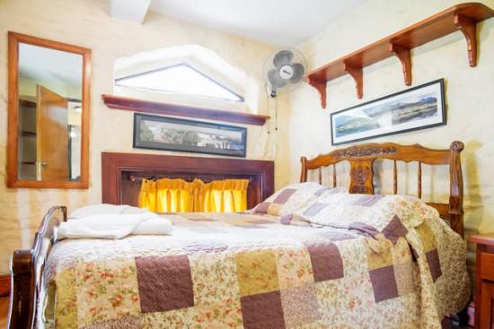 3008 terraza con mesa y sillas de madera y dos dormitorios encantador san telmo buenos - Sillas para dormitorios ...
